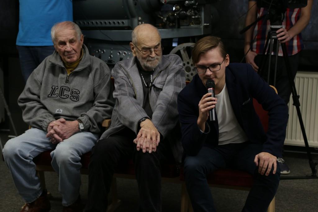 režisér Jan Bártek s pamětníky